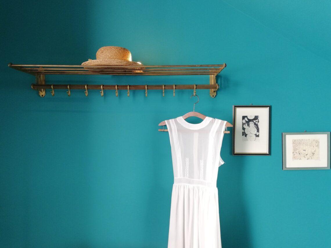 Kleid an Garderobe